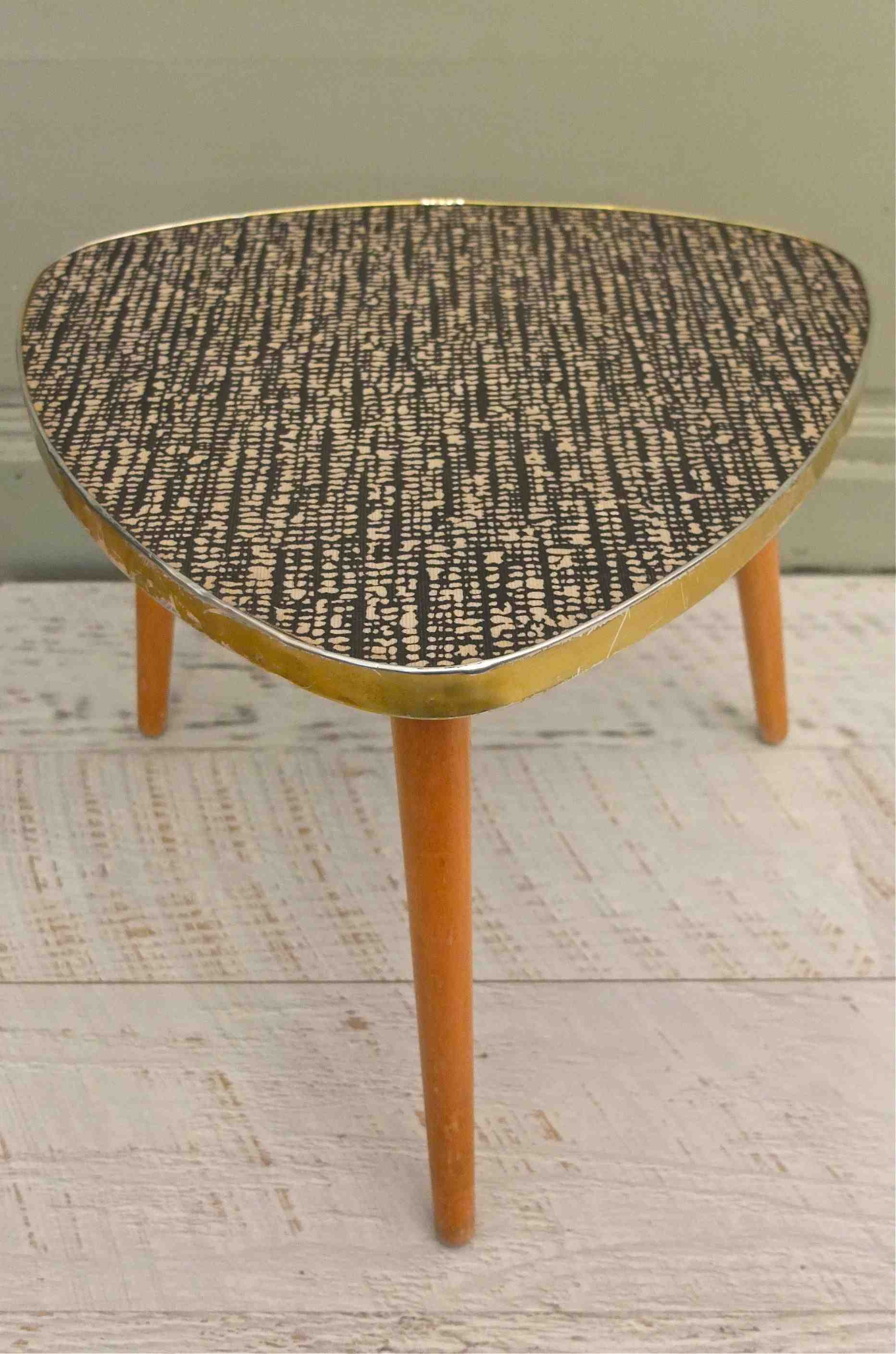 slavia vintage mobilier vintage table tripode tweed. Black Bedroom Furniture Sets. Home Design Ideas
