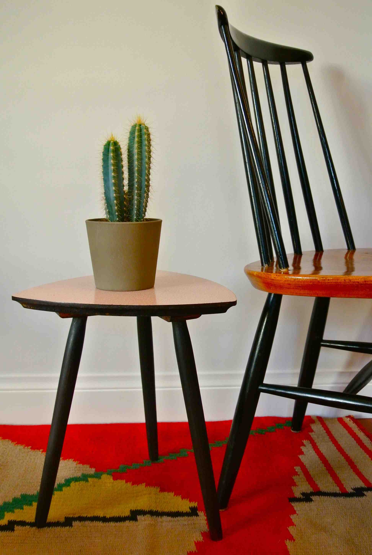 Slavia vintage mobilier vintage petite table tripode des ann es 50 corbu - Table tripode annees 50 ...