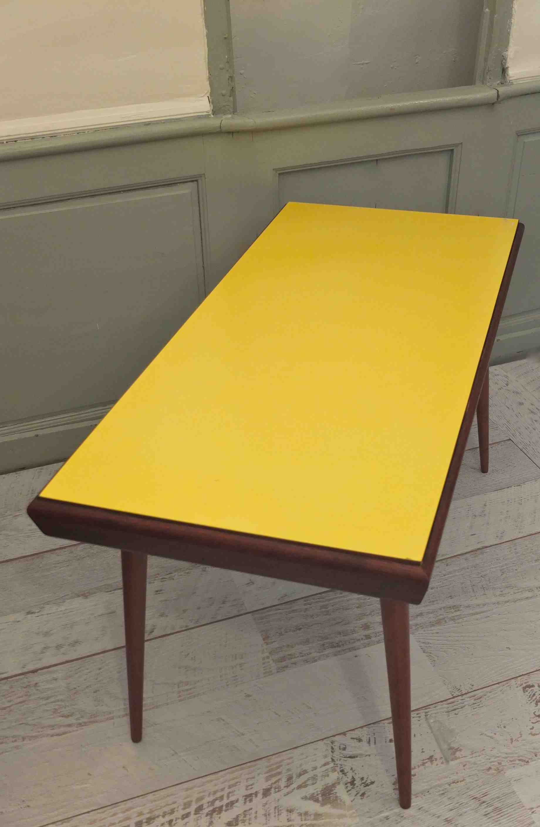 table basse jaune habitat. Black Bedroom Furniture Sets. Home Design Ideas