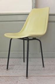 """Chaise tchèque des années 60 en fibre """"Tram"""""""