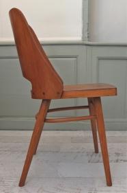 "chaise en bois courbé Ton ""Kavarna"""