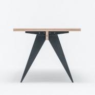 design polonais - Table St Calipers - St Furniture (2 teintes disponibles  : noir /blanc)