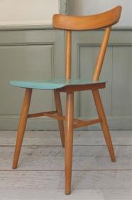 """Chaise en bois courbé Ton """"Voda"""""""