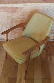 """fauteuil des années 60 retapissé - moutarde """"Kosmo"""""""