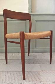 """Lot de deux chaises de type modèle 71 de Niels O Moller """"Danemark"""""""