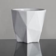 design tchèque - tasse à ristretto en porcelaine aux lignes néo-cubistes du studio vjemy