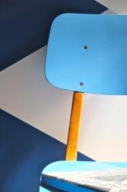 """chaise ton bleu ciel  en résine et bois courbé """"Acqua"""""""