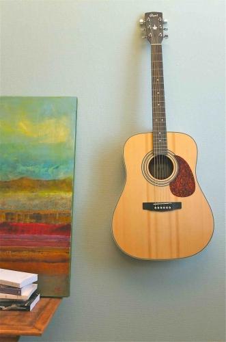 Galerie slavia vintage guitare au mur
